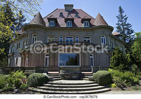 Una vieja mansión histórica - csp3679079