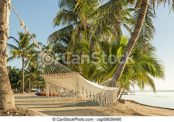 Una hamaca de vacaciones - csp58636490