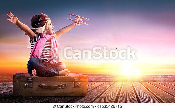 Viaje de sueños, niña - csp35426715