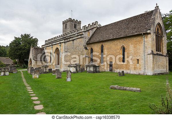 Vieja iglesia en el distrito de Cotswold de Inglaterra - csp16338570
