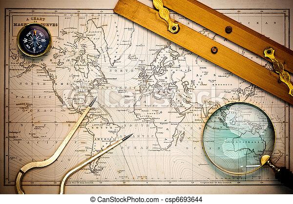 Viejo mapa y objetos de navegación. - csp6693644